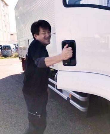 トラックドライバー山本